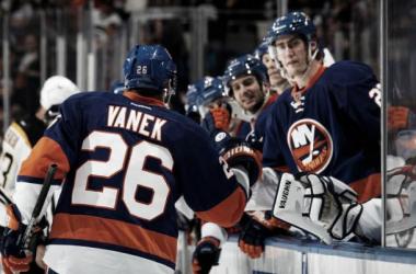 Thomas Vanek comanda a los Islanders para secar a unos espesos Bruins