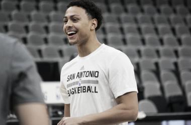 Forbes continuará en San Antonio   Foto: NBA.com