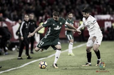 Joaquìn e Banega durante il derby d'andata tra Betis e Siviglia. Fonte: LaLiga.es