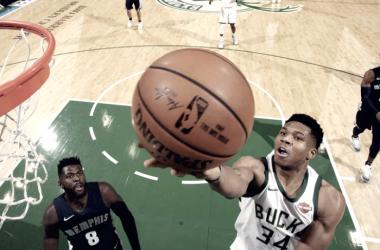 Giannis fue mucho para una dubitativa defensa de Memphis. Foto: NBA