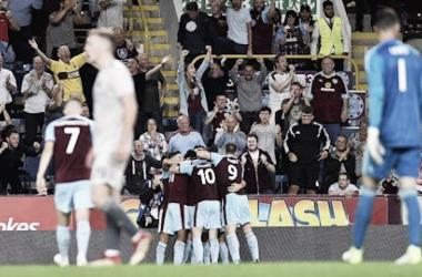 Jogadores do Burnley na comemoração do gol contra o Aberdeen (Foto: Divulgação/Burnley)