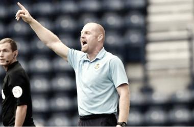 Dyche dirige al Burnley durante la pretemporada. | Imagen: Burnley FC