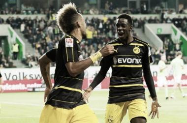 Borussia Dortmund massacra Wolfsburg fora de casa e volta a ficar na cola do Bayern