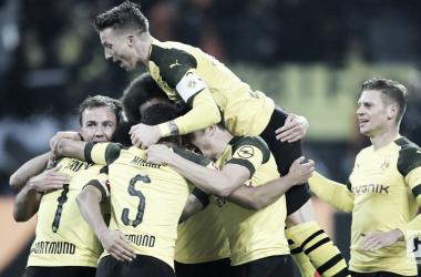 Borussia Dortmund goleia Hannover e abre nove pontos de distância na liderança