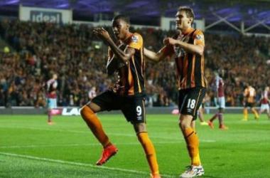 Abel Hernandez convirtio para el empate de Hull City ante West Hamn Foto: Cambiodefrente