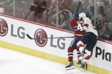 Byron golpea a Weegar | NHL.com