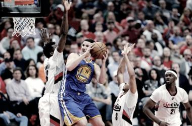 Warriors vencem Blazers fora de casa e se aproximam da classificação nos playoffs