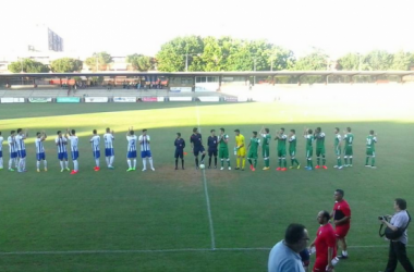 Ambos equipos saludando a la afición en el municipal El Prado. (Foto: CD Leganes).