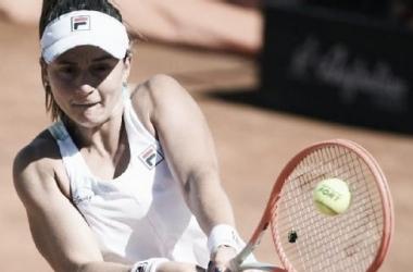 Nadia se convirtió en la segunda tenista argentina en ganarle a Serena Williams. Foto: EFE