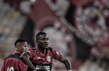 Flamengo domina boa parte do jogo, mas sai derrotado pelo Fluminense