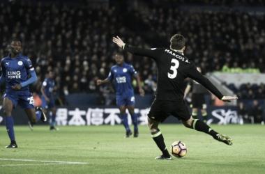 Marcos Alonso en el momento de su primer gol   Foto: Chelsea