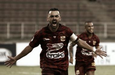 El capitán Ricardo Martins festeja su gol de penal al minuto 13. / Foto: Prensa Deportivo Anzoategui