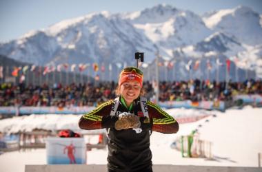 Laura Dahlmeier poses with her medal haul (image source: BiathlonWorld.com)