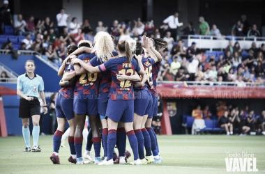 Las azulgranas celebrando un gol ante elClub Deportivo Escuelas de Fútbol de Logroño en la jornada 6 de la competición liguera   Foto de Noelia Déniz, VAVEL