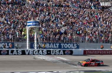 Martin Truex Jr takes the checkered flag in Las Vegas (Brandon Farris - VAVEL USA)