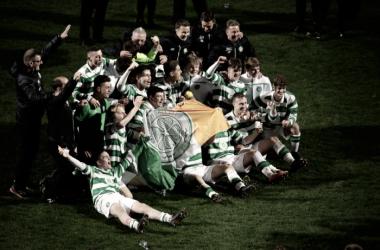 Celtic u-17 celebrate winning Glasgow Cup | @CelticFC