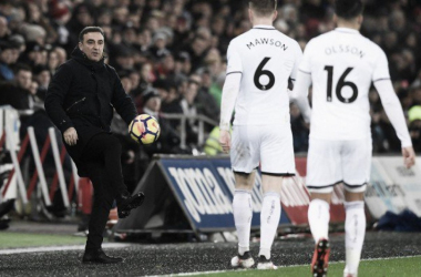 Carlos Carvalhal en un partido. | Foto: Swansea.