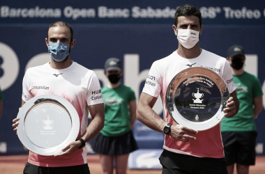 Cabal y Farah levantan el trofeo. Foto: Getty Images