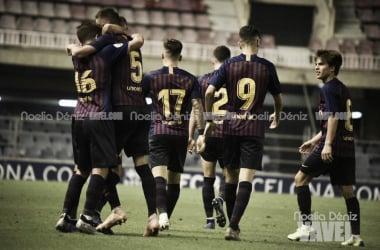 Los jugadores del Barça B celebrando el gol de Cuenca   Foto: Noelia Déniz (Vavel)