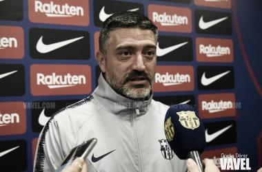 El entrenador del filial azulgrana durante la comparecencia ante los medios / Foto: Noelia Déniz (VAVEL.com)