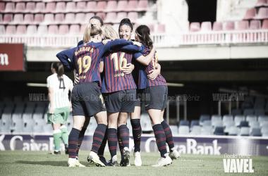 Las jugadoras del Barcelona celebrando un gol ante el Betis | Foto: Noelia Déniz (Vavel)