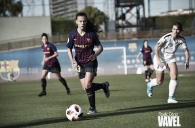 Candela Andújar con el primer equipo del FC Barcelona Femenino | Foto: Noelia Déniz (VAVEL)