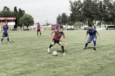 Morales en acción ante Alvarado. Foto: @catigreoficial