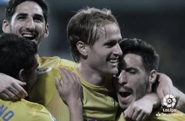Cádiz CF - UD Almería: un viaje con destino a Primera División