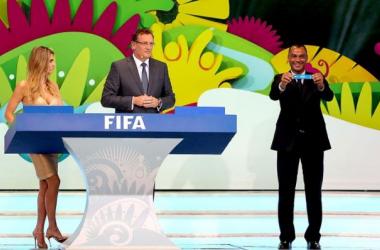 Em sorteio, Brasil cai em grupo considerado acessível; Itália, Inglaterra e Uruguai compõem o da morte