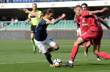 La sfida salvezza va all'Hellas: Cagliari battuto da un rigore di Romulo