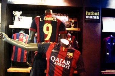 La camiseta del delantero uruguayo ya luce en la tienda oficial del FC Barcelona.