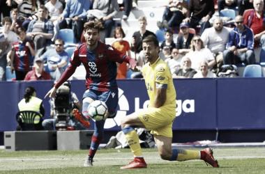Campaña, en el momento del golpeo que acababa significando el 2-1 / Fuente: Levante UD