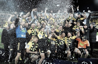 The Hurricanes celebrate winning the Super Rugby title (image via: Hurricanes/Twitter)