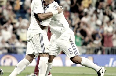Cannavaro celebrando un gol junto a Pepe en el Santiago Bernabéu | Foto: Real Madrid CF