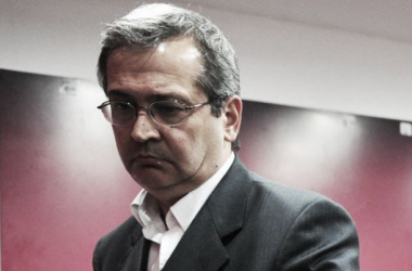 Javier Cantero, entre firmas y deudas