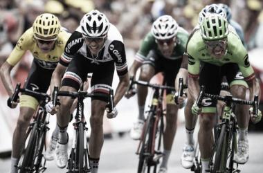 Grande sprint entre os candidatos à geral // Fonte: cyclingnews.com