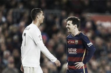 Messi e Ronaldo são exemplos de fair-play // Foto:soccerinfomania.com