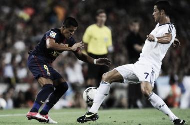 Ronaldo contra Alexis, em agosto de 2012 // Foto: zimbio.com