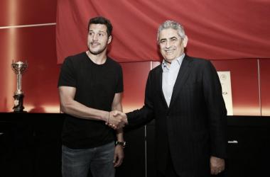Júlio César renovou o contrato com as águias // Foto: Facebook do SL Benfica