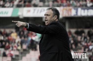Caparrós, en uno de sus partidos como entrenador sevllista. Foto: Antonio Juárez, VAVEL.com