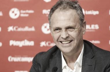 Caparrós en la presentación de Amadou | Foto: Sevilla FC