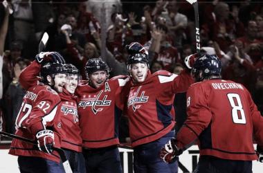 Los Washington Capitals celebran un gol en el partido de anoche | Foto: NHL.com