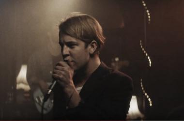 """Foto: Captura del Video Oficial de """"Go Tell Her Now"""""""
