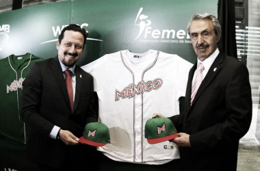 Enrique Mayorga, titular de FEMEBE, acompañado de Javier Salinas, presidente de LMB. Foto: LigaMexBeis.