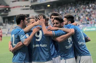 El Real Oviedo alcanza el liderato