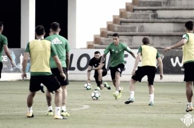 El Betis se entrena esta semana sin cinco internacionales // Foto: www.realbetisbalompie.es
