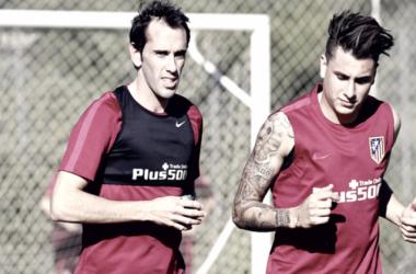 Godin y Giménez entrenamiento con el Atlético. Web oficial del Atleti