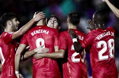 El Real Madrid celebra la victoria en Melilla. Foto: Real Madrid.