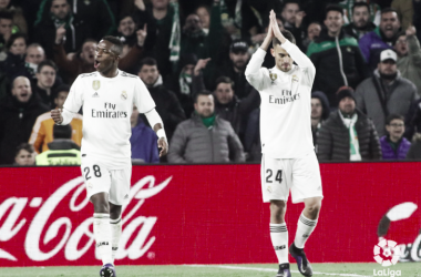 Ceballos se disculpa por el gol. Foto: Liga Santander.