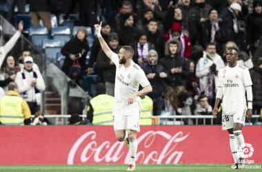 Benzema dedica el gol al Bernabéu. Foto: Liga Santander